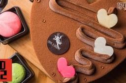 外帶:只要278元起即可享有【D2惡魔可可概念店】原價最高830元8吋蛋糕任選:(A)香蕉巧克力/經典巧克力(2選1)/(B)魔女的寶石蛋糕乙個+馬卡龍8入/(C)魔女的寶石蛋糕乙個+香蕉巧克力/經典巧克力/香蕉慕斯(3選1)。